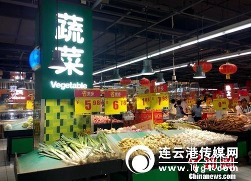 超市里的蔬菜区。_#1#_记者 李金磊 摄