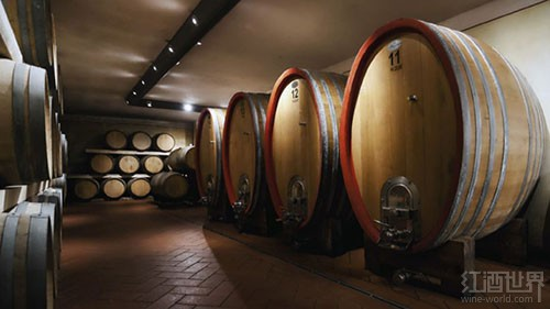 01-WineBarrels-150908