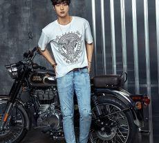 组图:韩星梁世宗拍时尚宣传写真 大放夏日男性魅力