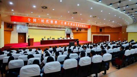 王继才先进事迹报告会在泰州举行